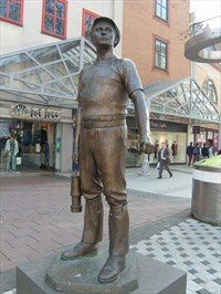 The Miner by local sculptor Robert Thomas, is a reminder of the sweat and blood that the city of Cardiff is built upon. It makes the point wonderfully well of  how very different, and comparatively easy, our modern day life is.