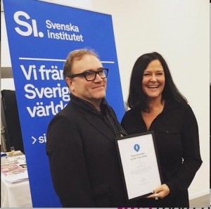 Julian Stubbs presents Placebrander award to Luleå